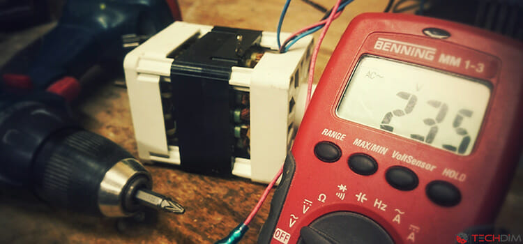 How does a multimeter work